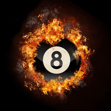 pool ball: bola 8 grupo negro de fuego Foto de archivo