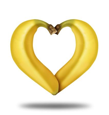 comiendo platano: Comer alimentos saludables, representado por dos plátanos maduros amarillos en la forma de un corazón aislada sobre fondo blanco que muestra el concepto de