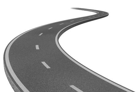 empedrado: Camino carretera curva que representa el concepto de un viaje previsto a un destino estratégico meta relacionada representado por una única vía pavimentada de dos carriles.