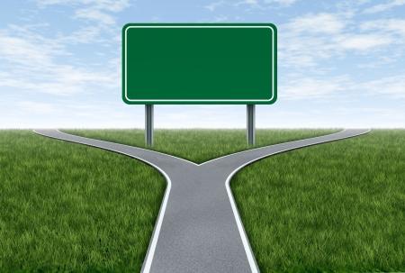 Leere Straßen-und Verkehrszeichen Metapher mit gabelförmigen Fahrspuren zeigt das Konzept des Dilemmas und der Auswahl der richtigen Option. Standard-Bild