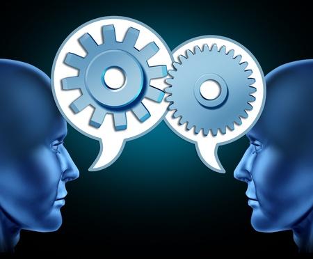 referidos: Dos cabezas humanas compartir referencias para aumentar las oportunidades de negocio representadas por dos caras hablando con burbujas de palabra con engranajes y ruedas dentadas como s�mbolos de las redes. Foto de archivo