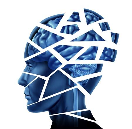 esquizofrenia: Daño cerebral y trastorno neurológico, representado por una cabeza humana y la mente rota en pedazos para simbolizar un severo trauma mental médica y enfermedad cognitiva sobre fondo blanco.