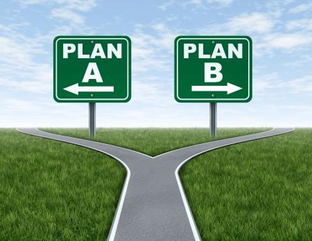destin: Crois�e des chemins avec le plan A, B routiers plan d'affaires symbole de signes represnting les choix difficiles et des d�fis lors de la s�lection dans le droit chemin strat�giques � prendre une d�cision d'entreprise. Banque d'images