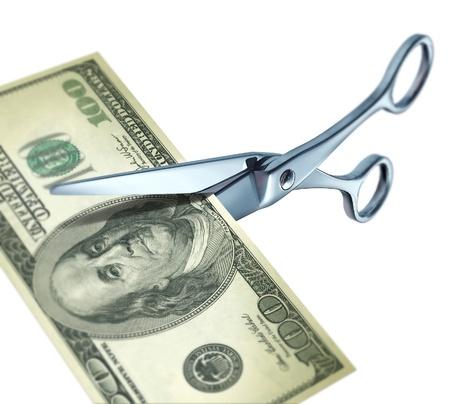 tijeras cortando: S�mbolo de corte precio representado por dinero de corte tijeras sobre un fondo aislado...