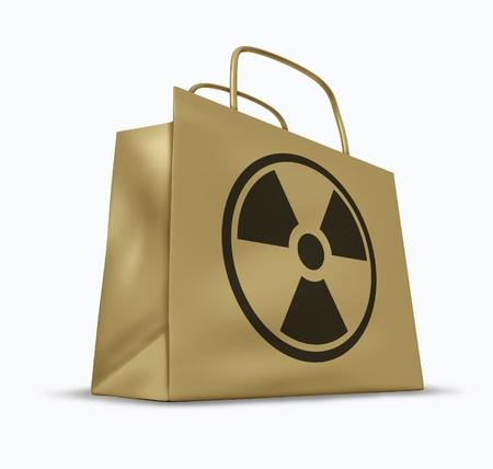 radiacion: Y la radiación contaminada bienes y productos alimenticios representada por una bolsa de papel marrón de compras con un símbolo nuclear.