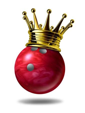 bolos: Bowling rey campeón símbolo representado por una corona de oro sobre una bola de bolos de plástico rojo de mármol para los jugadores que representan a la ganadora de un torneo o un juego en un boliche debido a las huelgas que muchos de los pines ..