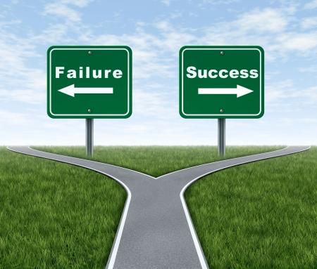 Succes en falen symbool vertegenwoordigd door een gevorkte weg met een verkeersbord die gebrek en een andere successfulness met pijlen voor het draaien in de richting die wordt gekozen na voor de moeilijke dilemma.