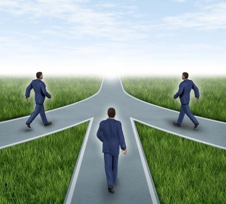 Fusies en samenwerkingsverbanden met ondernemers convergerende op dezelfde weg als een team met dezelfde strategie en visie voor het succes van een onderneming door samen te werken als een conglomeraat vertegenwoordigd door drie wegen samenvoeging tot een geheel.