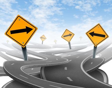 cruce de caminos: Estancia en el símbolo que representa por supuesto dilema y el concepto de perder el control de onesgoals y viaje estratégico elegir el camino correcto estratégico de la empresa con un blanco amarillo las señales de tráfico las carreteras y autopistas enredado en una dirección confusa. Foto de archivo
