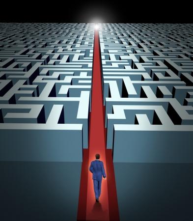 Leiderschap en zakelijke visie met de strategie door middel van zakelijke uitdagingen en obstakels vertegenwoordigd door een doolhof en een zakenman in een labyrint met een heldere oplossing snelkoppeling pad geopend met een rode fluwelen tapijt om de weg te leiden naar succes en overwinning.