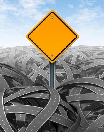 destin: D�fis symbole avec panneau routier vierge jaune pour des solutions et des r�ponses pour le succ�s avec une vision et une strat�gie claires trouver le chemin clair � travers un d�dale de fouillis de routes et autoroutes de coupe � travers la confusion et de r�ussir en affaires et FRV