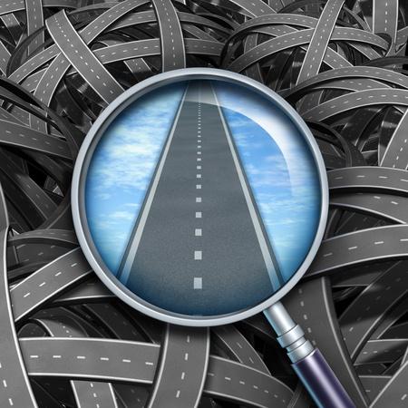 Respuestas y soluciones con un camino claro y dirección a las preguntas de negocios representados por confusos caminos enredados con una lupa transparente guiar el camino a seguir con un camino recto de éxito.
