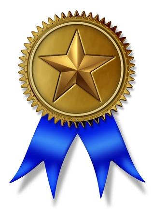 Placer le joint d'abord d'or avec médaille d'or étoiles et ruban de soie bleue pour mieux en classe de service et de qualité pour gagner le plus haut niveau de satisfaction des clients et le succès en étant numéro 1 sur un fond blanc. Banque d'images - 11718521