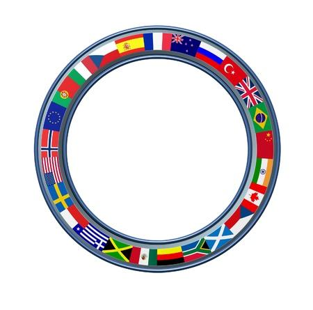 banderas del mundo: Mundial anillo de indicadores globales como marco circular en blanco con un acabado de metal con temas internacionales que representan a países de varios continentes sobre un fondo blanco.