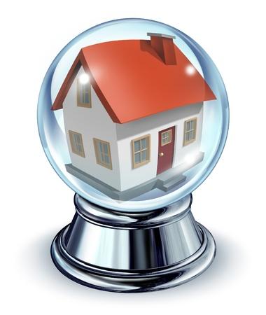 droomhuis: Droomhuis in een glazen bol transparante glazen bol en een verchroomde metalen voet op een witte achtergrond met een schaduw als een symbool van woningen en onroerend goed thuis voorspellingen van dingen die gaan komen in de rente en de hypothecaire financiering voor een persoonlijk verblijf.