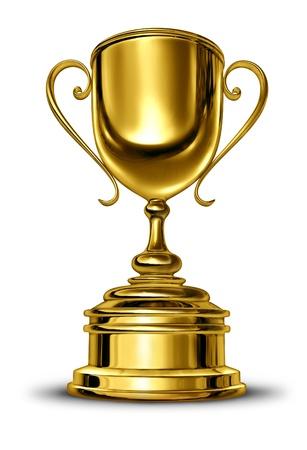 Vainqueur de la Coupe d'or trophée avec une base en métal blanc sur un fond blanc comme un concept de succès pour gagner et être le premier et le meilleur dans une compétition sportive ou d'un chef d'entreprise qui est un champion victorieux.
