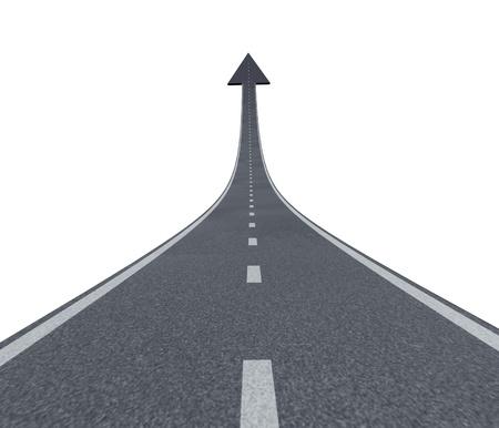 De weg naar financieel succes weg naar de top en bewegen met een sky is the limit symbool en een snelweg weg stijgt tot aan de lucht met een pijlpunt wijst naar boven als een bedrijf succesvol concept.