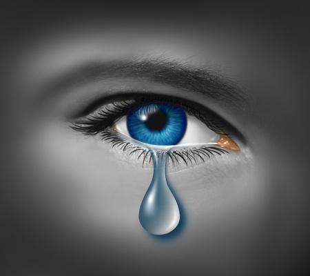 La maltraitance des enfants à l'?il d'un jeune garçon ou une fille avec une seule larme pleurer à cause de la crainte de la violence ou la dépression causée par la faim et la pauvreté et la peur de l'intimidation à l'école. Banque d'images - 12353991