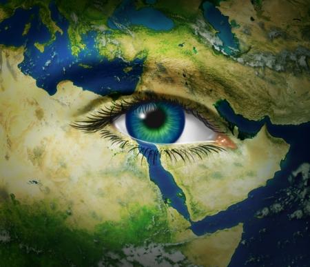 Midden-Oosten nieuws en rapporteren van gebeurtenissen met arabische hot spots van onrust en revolutie met kaart en menselijk oog tijdens de opstand van de burgers van Syrië Egypte Tunesië Iran en Libië voor de democratische strijd en vreedzame overgang van het politieke systeem.