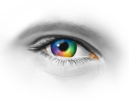 lentes de contacto: Ojo creativo como una macro multicolor de un globo ocular humano que muestra la creatividad y la expresi�n art�stica de la moda a trav�s de la perspectiva visionaria de dise�o sobre un fondo blanco.