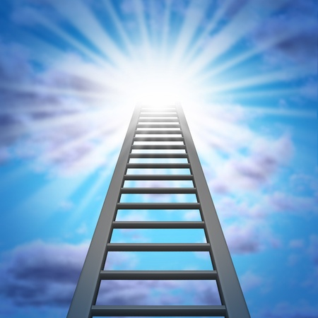 escaleras: Escalera corporativa y un ascenso hacia el éxito con un cielo y una luz resplandeciente que brilla intensamente mostrando las oportunidades y la aspiración a un ascenso en el trabajo o el logro de la riqueza financiera Foto de archivo