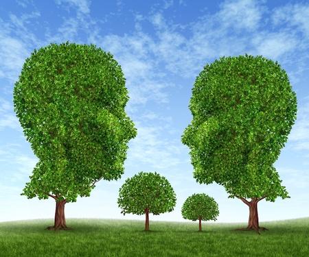 vida social: Crecimiento de la familia con un hijo, madre, padre e hija en la forma de los s�mbolos de los �rboles con hojas verdes en un cielo azul Foto de archivo