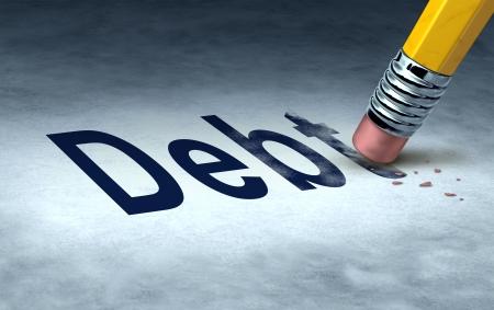 Schuld te wissen concept met een potlood en gum het elimineren van de icoon voor geld verschuldigd zijn in creditcards of auto betalingen en hypotheken en het beheer van een oplossing uit faillissement en in financieel succes