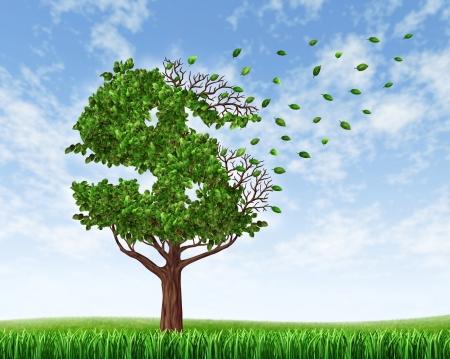 La pérdida de sus ahorros y la gestión de su deuda y presupuesto financiero con un árbol verde en la forma de un signo de dólar con las hojas cayendo y flotando como un icono de la pérdida de la riqueza y la rebaja o la caída de fondos de jubilación, debido al gasto, Foto de archivo
