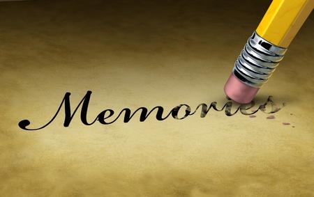Concepto de pérdida de memoria con un borrador de lápiz borrar los recuerdos de palabras en un documento grunge pergamino antiguo como un símbolo de la enfermedad neurológica crecimiento mental, la enfermedad de Alzheimer y la demencia Foto de archivo
