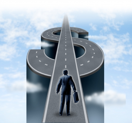 signo pesos: Camino a la riqueza como un empresario de hombre de negocios de partida en un camino en forma de un signo de d�lar que representa el concepto financiero de la riqueza y el �xito financiero en un cielo nublado con la planificaci�n y la estrategia de ahorro Foto de archivo
