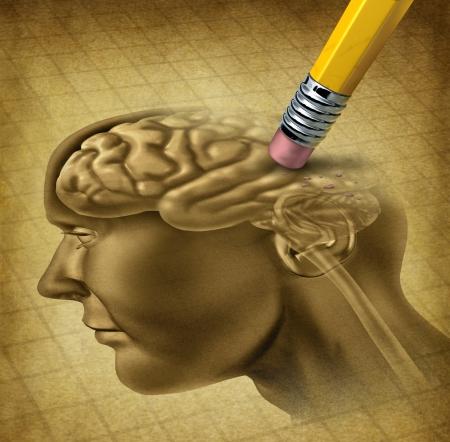 Demenz Erkrankung und ein Verlust der Gehirnfunktion und verlieren Erinnerungen wie alzheimers als medizinische Gesundheitsversorgung Symbol für Neurologie und psychische Probleme mit einem Radiergummi entfernt Anatomie des Kopfes auf einem grunge alten Pergament Papier