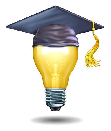 onderwijs: Creatieve vorming concept met een gloeilamp en een mortier pet of hoed afstuderen als symbolen van de scholen onderwijzen kunst of creativiteit georiënteerde studies voor nieuwe ideeën en innovatie in de studenten te inspireren