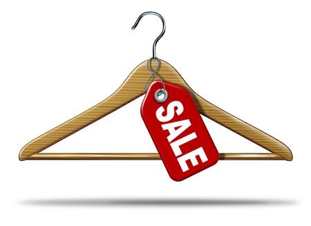 etiquetas de ropa: Ropa de venta con un gancho de ropa y una etiqueta de precio en rojo que cuelga como un símbolo de compras al por menor de mercancías y un icono de la empresa textil de la industria comercial de un fondo blanco Foto de archivo