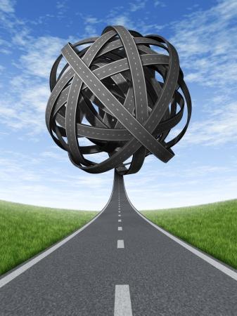 complicación: Soluciones confusas y la estrategia con los objetivos estrat�gicos y el viaje que eligen el camino correcto estrat�gica para el negocio con un camino recto que conduce a una bola de carreteras y autopistas enredadas en una direcci�n confusa Foto de archivo