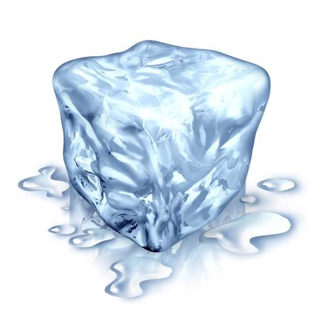 melting: Un cubo de hielo con agua de fusi�n cae sobre un fondo blanco como s�mbolo de agua fr�a helada refrescante para bebidas fr�as o como un s�mbolo de frescura y de refrigeraci�n para ayudar a combatir el calor Foto de archivo