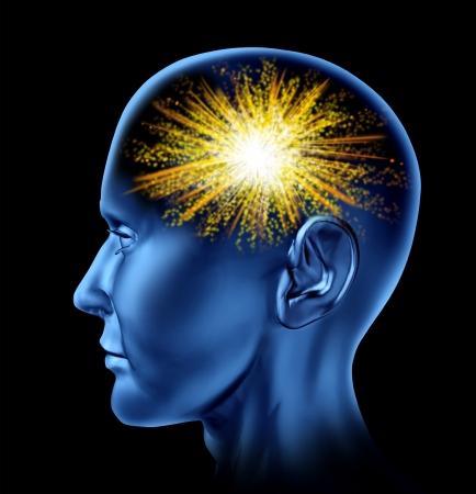 cognicion: La chispa de la creatividad con una cabeza humana y un icono de fuegos artificiales en el área del cerebro como un símbolo de la creatividad