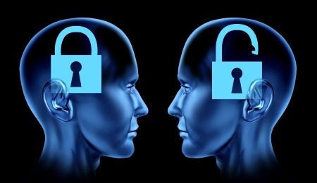 slot met sleuteltje: Open mind als sleutel op slot en de Verenigde Naties gesloten hersenen denken als menselijke hoofden in phsycology of phsycological mindlock herinneringen therapie