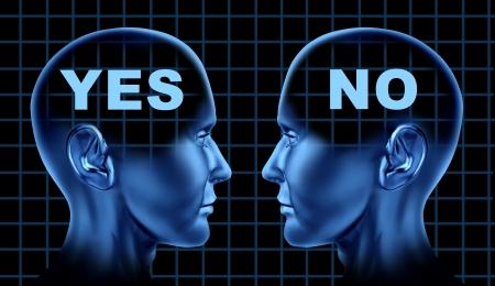 Conflict symbool van de verschillende standpunten en mening gedachten of onenigheid met menselijke hoofden in het gezicht van het debat staan als een bedrijf het symbool