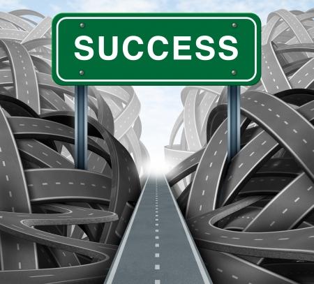 huir: Estrategia clara y planificaci�n financiera camino con un letrero verde de la carretera y el �xito de la palabra como un concepto de negocio de ganar soluciones de corte a trav�s de la adversidad con determinaci�n como caminos enredados de la confusi�n y el caos