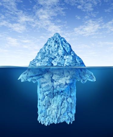빙산: 미래의 잠재적 인 성장을위한 현명한 투자 조언의 개념으로 물 아래에 숨겨져 화살표 모양와 빙산의 일각으로 표시되는 비즈니스 상징으로 기회 발견