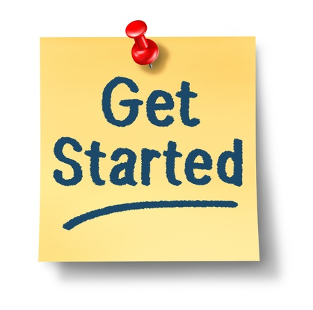 empezar: Empieza nota oficina en papel amarillo y una tachuela roja como un concepto de un nuevo comienzo y est�mulo para iniciar un viaje en un fondo blanco