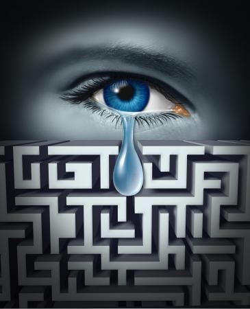 Pijnbestrijding en het omgaan met menselijke fysiek of psychisch lijden met een oog huilen een traan door een doolhof of labrynth als een concept voor het vinden van oplossingen voor emotionele stress in verband met werk of leven