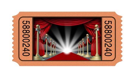 Biglietto del cinema e stub film con una finestra aperta in un teatro su un tappeto rosso e tende di velluto con partizioni in ottone che portano a un punto luce incandescente come un concetto di intrattenimento isolato su uno sfondo bianco