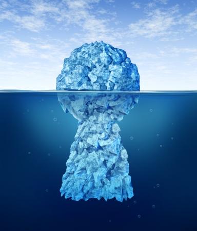 tecla enter: En busca de la clave del éxito con un iceberg en forma de Foto de archivo