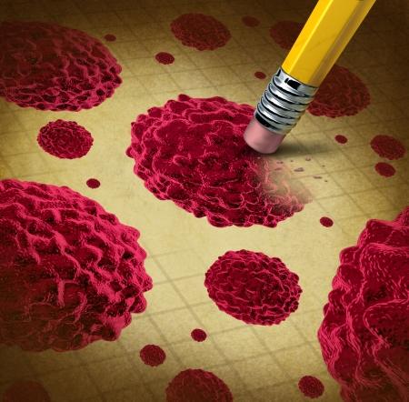 celulas humanas: El tratamiento del c�ncer con c�lulas propagaci�n y crecimiento como el crecimiento maligno en un cuerpo humano causado por carcin�genos ambientales y da�os en el ADN que muestra un borrador de l�piz eliminaci�n de la enfermedad