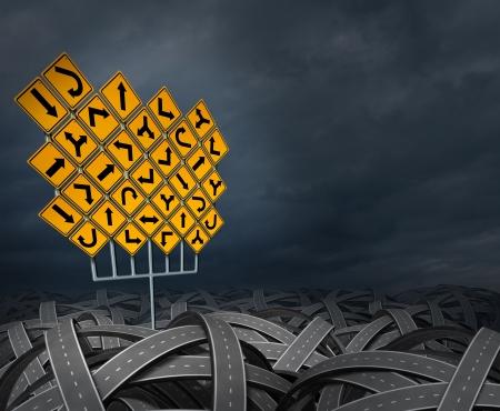 cruce de caminos: Decisiones estrat�gicas de direcci�n buscando el camino correcto para la carrera de los negocios y la educaci�n como un concepto de gesti�n de la vida con un grupo de se�ales de tr�fico amarillas con las flechas confusos caminos y carreteras enredado en una trayectoria ca�tica Foto de archivo