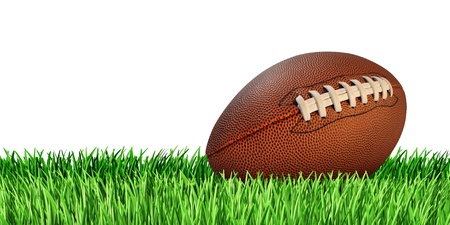 Voetbal bal op een grasveld dat op een witte achtergrond als een professionele of hogeschool spel sport voor de traditionele Amerikaanse en Canadese spelen Stockfoto