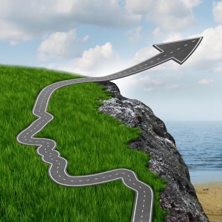 용감: 성공과 위험과 자신이 위험한 바위 절벽에 화살표로 올라가고 인간의 머리의 모양에 고속도로를 가진 당신의 마음을 설정 믿는 스톡 사진