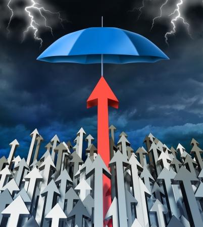 safe investments: Sicurezza Successo e sicuro concetto finanziario di investimento con un gruppo di frecce che va su e una freccia rossa di successo individuale protetto da un ombrello dalla tempesta