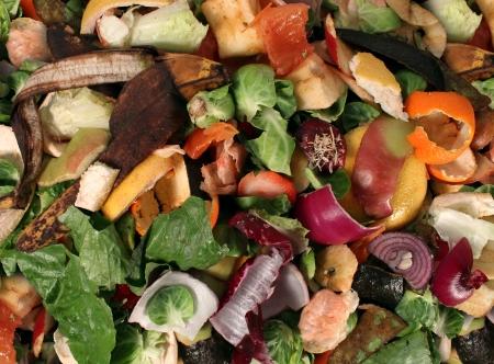 Compostering stapel rottende keuken fruit en groente Stockfoto